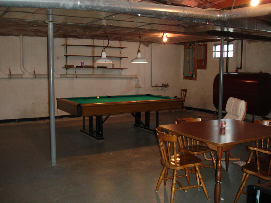 Picture of: Functional Unfinished Basement Lighting Ideas