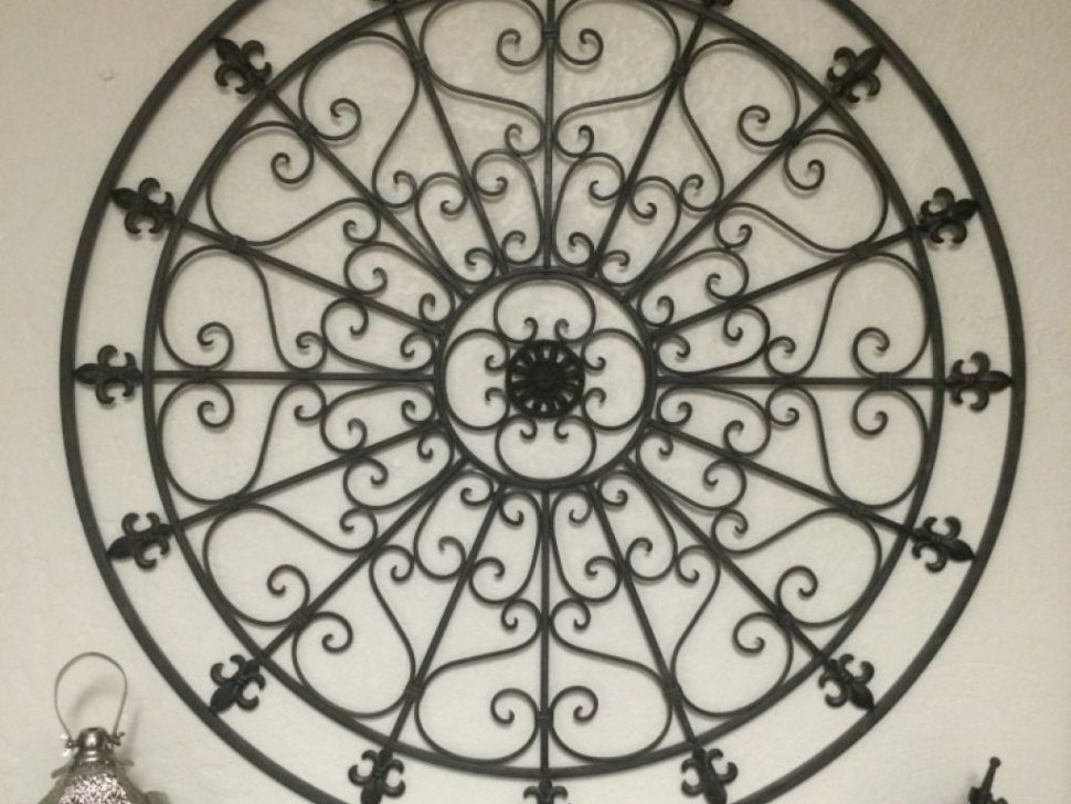 Image of: Large Wrought Iron Wall Decor Round
