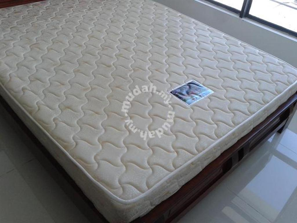 Image of: Queen Size Mattress and Box Spring